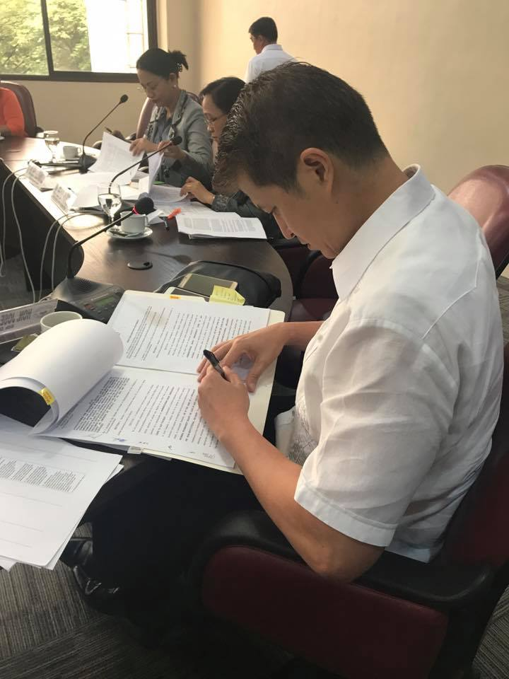 Cong. Kit Belmonte Signs the Bicameral Conference Committee Report for the Amendments to the Anti-Hospital Deposit Law