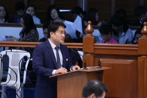 Bong Revilla Seeks Adding Sick and Vacation Leaves for Government Employees